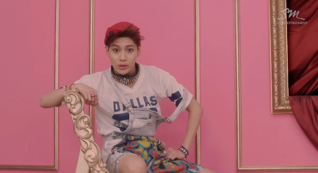 Taemin's awful overalls.